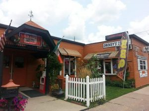 Looking For Some BBQ Tonight? For A Hot Time Doc Prescribes East Moline's Smokey's Country Diner